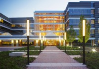 HudsonAlpha Institue of Biotechnology - View of Luminous Atrium from Building Entrance
