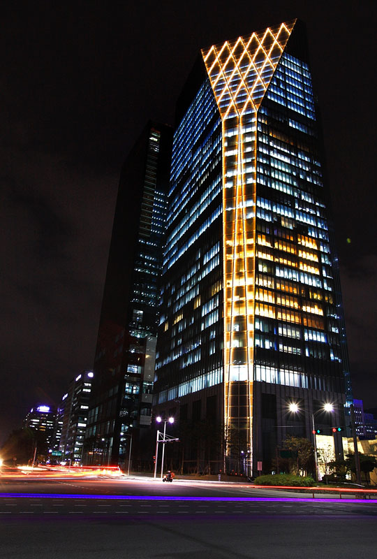 Lux et veritas design international finance center lux for Building exterior lighting design